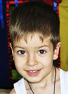 Богдан Стогниев, 4 года, сложный врожденный порок сердца, требуется обследование в Немецком кардиоцентре (Берлин, Германия). 114380 руб.