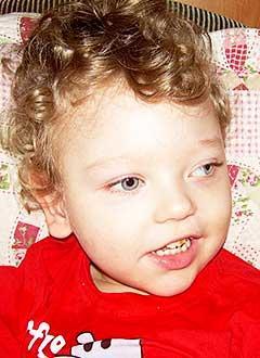 Марк Сомеройнен, 2 года, детский церебральный паралич, задержка психоречевого развития, требуется лечение. 199620 руб.