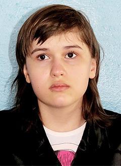 Вика Тарасова, 12 лет, нисходящая атрофия зрительного нерва, требуется операция. 122815 руб.