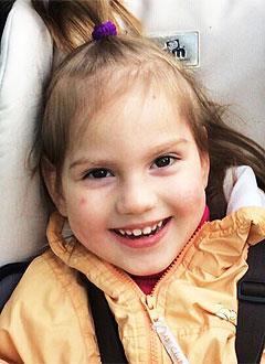 София Дедова, 4 года, множественный кариес, сужение верхней челюсти, требуется ортодонтическое и стоматологическое лечение. 165000 руб.