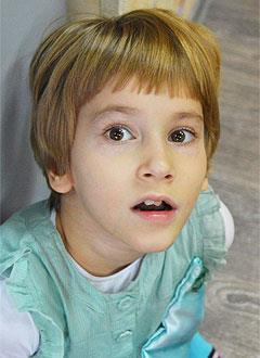 Камилла Калашникова, 8 лет, детский церебральный паралич, требуется инвалидное кресло-коляска. 140388 руб.
