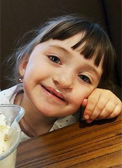 Ангелина Егорова, 4 года, расщелина альвеолярного отростка, сужение верхней челюсти, кариес, требуется ортодонтическое и стоматологическое лечение. 235000 руб.