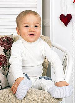 Костя Бушуев, полтора года, врожденная аномалия развития кистей и стоп, требуется операция. 119350 руб.