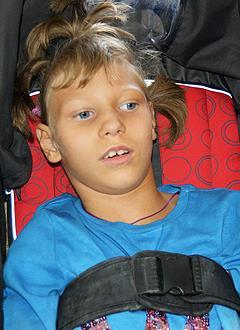 Кира Учаева, 10 лет, детский церебральный паралич, требуется специальное кресло-коляска. 109043 руб.